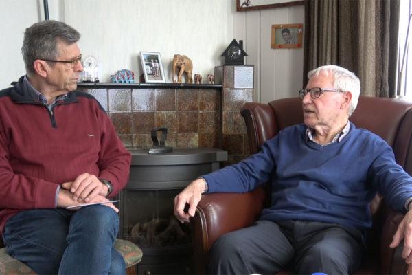 Leen Schriever (rechts) En Interviewer Piet Stoel
